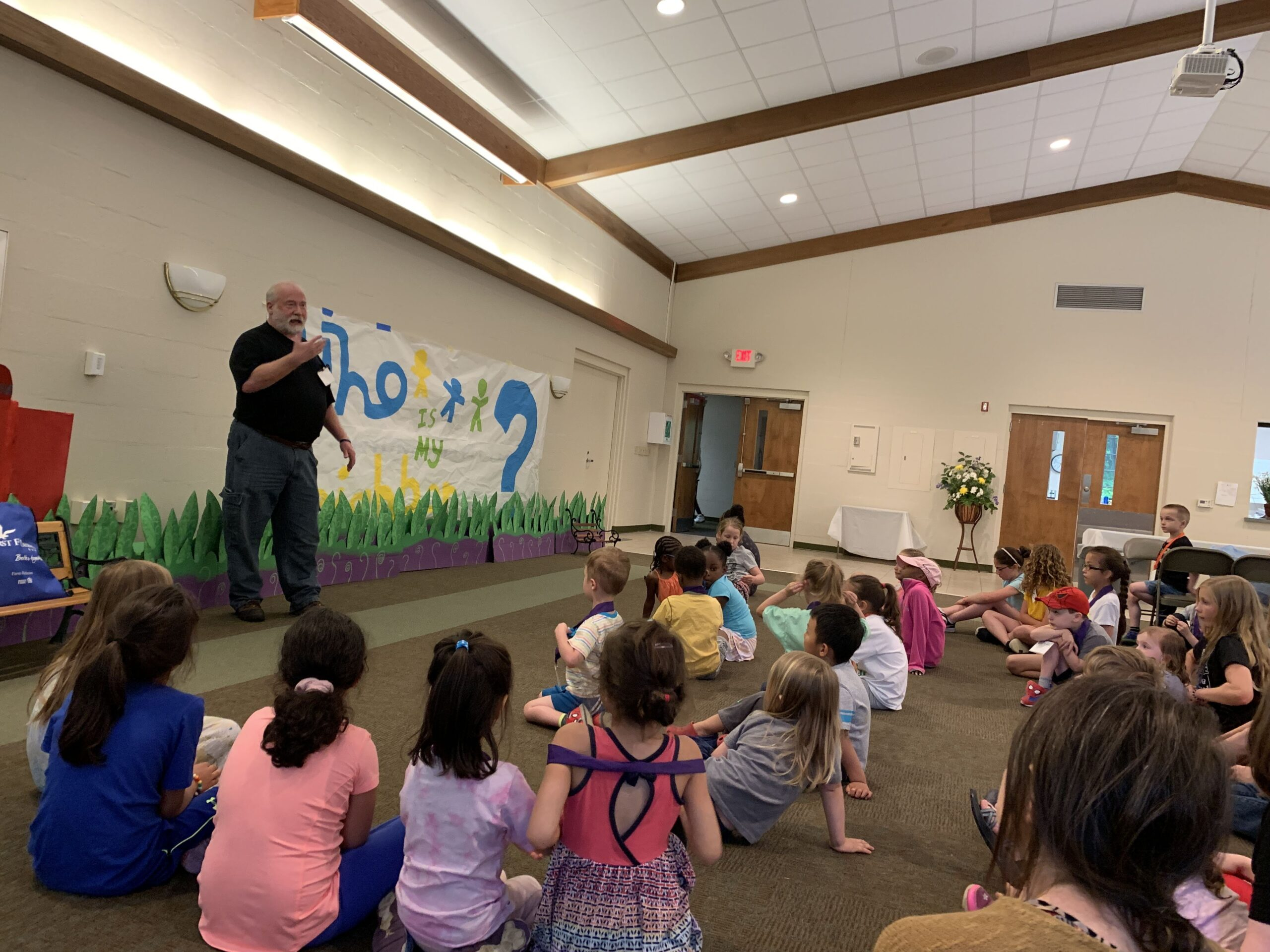 Mr. Scott Hendircks teaching the parable of The Good Samaritan, VBSS